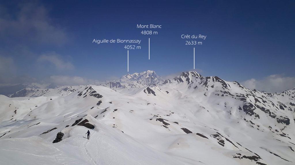 Samuel dans la descente, face au Mont Blanc